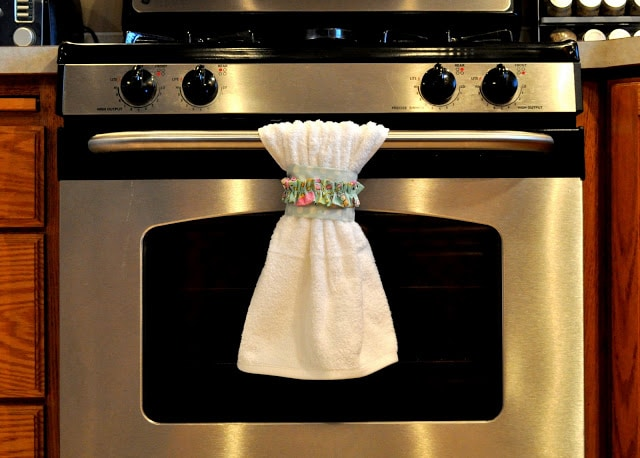 Kitchen Decorating DIY – Make Your Own Dishtowel Belts