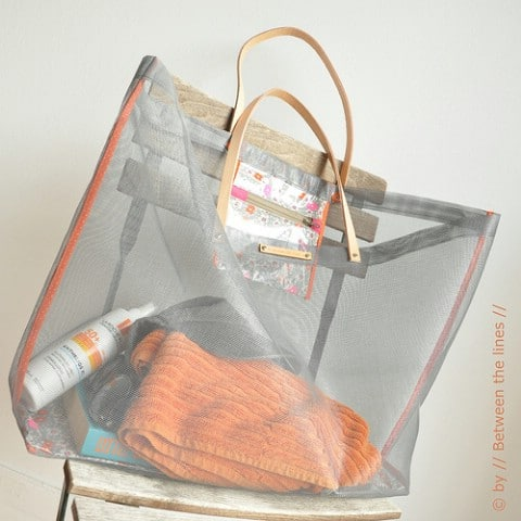 DIY Mesh Beach Bag Tutorial - 35 Summery DIY Projects And Activities For The Best Summer Ever