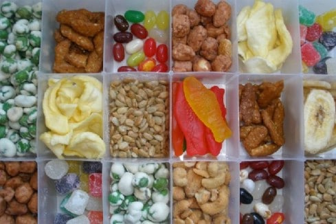 Organize your snacks - 20 Easy DIY Ideas and Tips for a Perfectly Organized Car