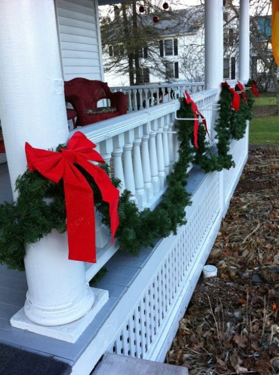 Simple yet Elegant - 60 Beautifully Festive Ways to Decorate Your Porch for Christmas