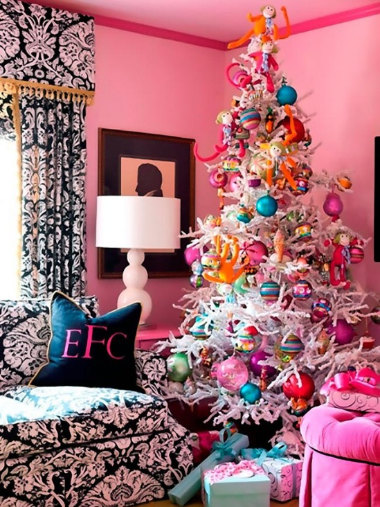 Source U2013 Femaleways Bold And Colorful   30 Stunning Ways To Decorate Your Living  Room This Christmas