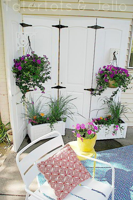 DIY Privacy Planter - 10 Outdoor DIY Projects That Inspire Beauty and Relaxation