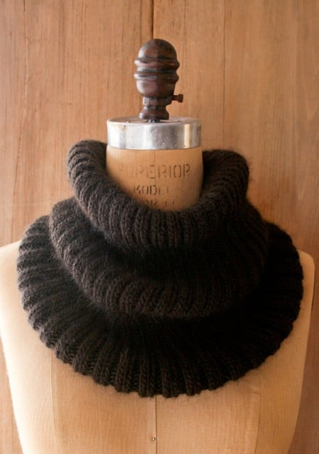 Knit Ribbed Cowl - 30 Super Easy Knitting and Crochet Patterns for Beginners