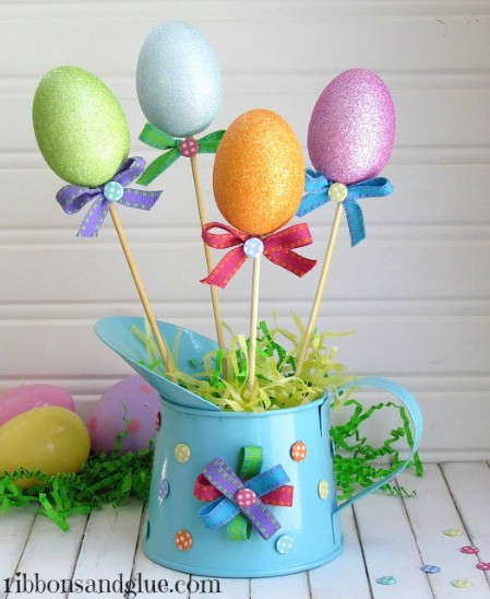 Spring Planting Centerpiece - 40 Beautiful DIY Easter Centerpieces to Dress Up Your Dinner Table