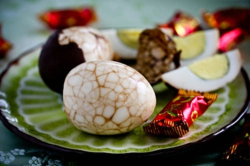 Chinese Marbled Tea Easter Eggs - 80 Creative and Fun Easter Egg Decorating and Craft Ideas