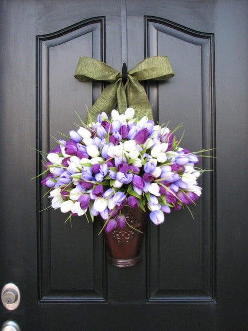 Tulip Door Décor - 80 Fabulous Easter Decorations You Can Make Yourself
