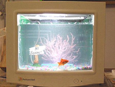 Turn A Broken Computer Monitor Into An Aquarium