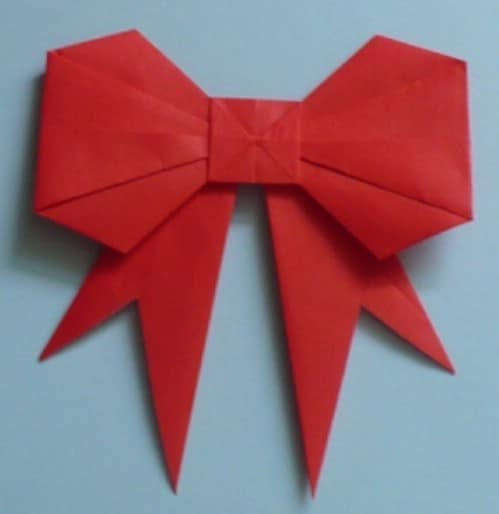 Paper Bow - 20 Genius DIY Recycled and Repurposed Christmas Crafts