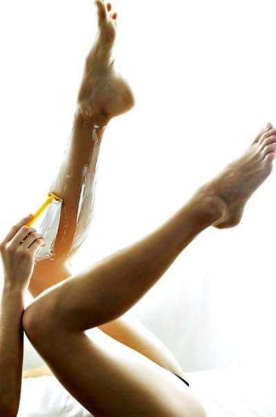 Treat and prevent razor burn.