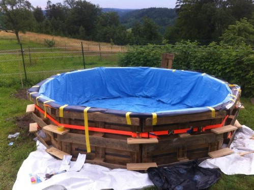 How Make Your Own Pallet Pool – Beat the Heat and Splash Around in Style! - Step 4