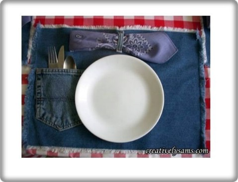 Make these adorable denim placemats.
