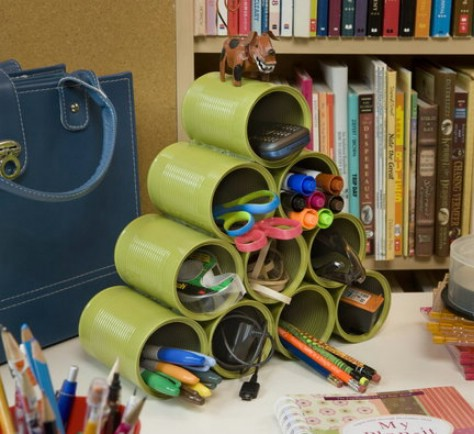 Make an empty tin can organizer.