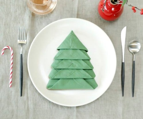 Amazing Folding Technique Turns Your Napkins into Christmas Trees {Steps}