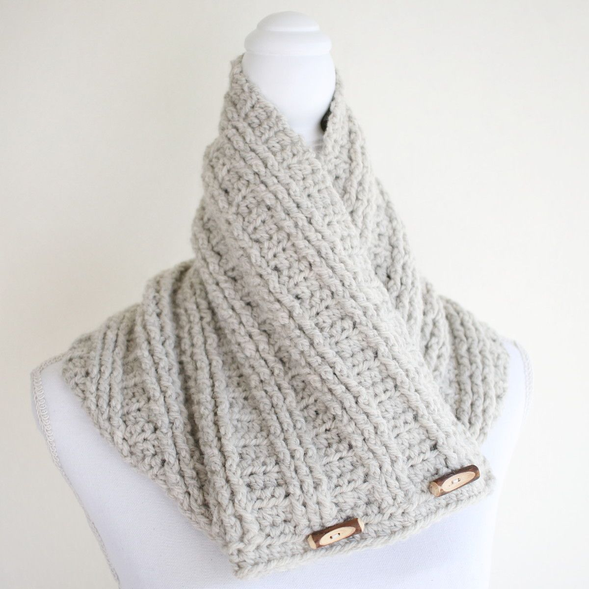 Grey cowl with toggles