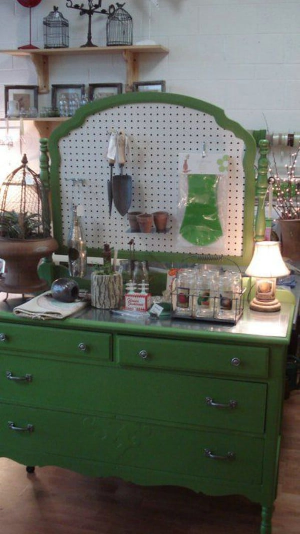 20 Brilliantly Crafty Diy Ideas To Upcycle Broken Mirrors Diy Crafts
