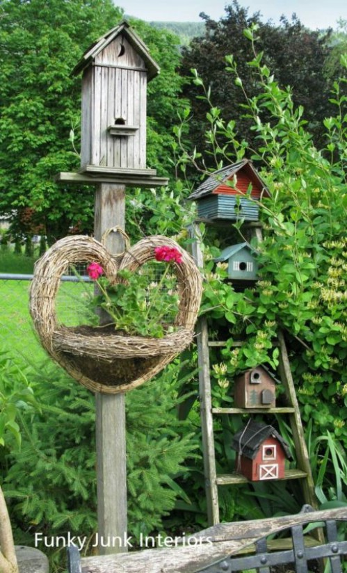 Gorgeous Rustic Birdhouse Stand