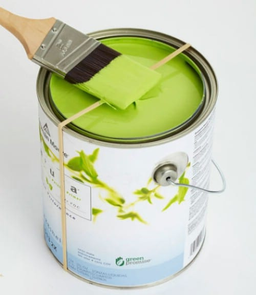 Keep Paint Cans Clean With Rubber Bands