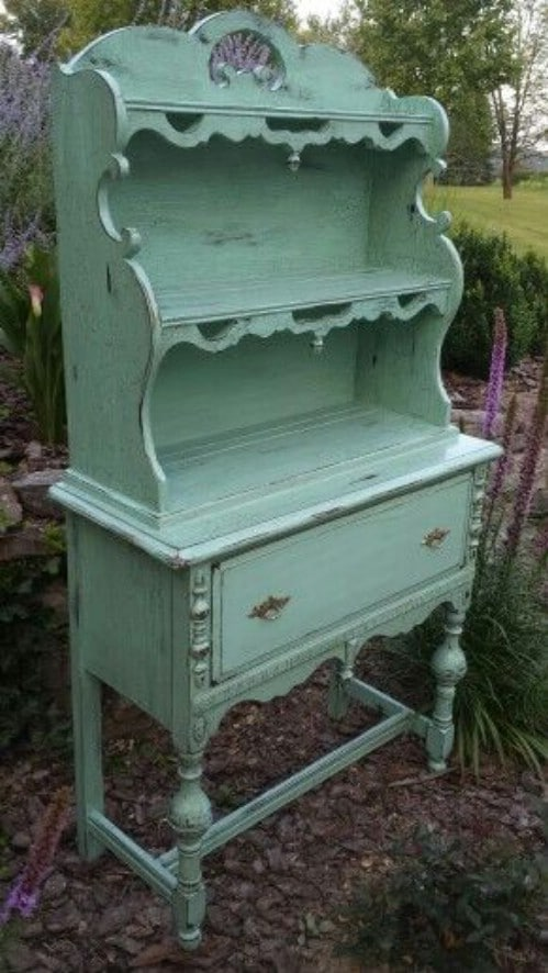 This hutch is charmingly old-fashioned.
