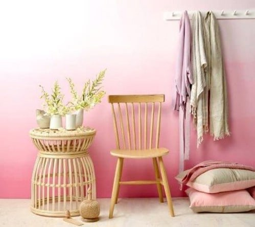 Dreamy walls in pink.