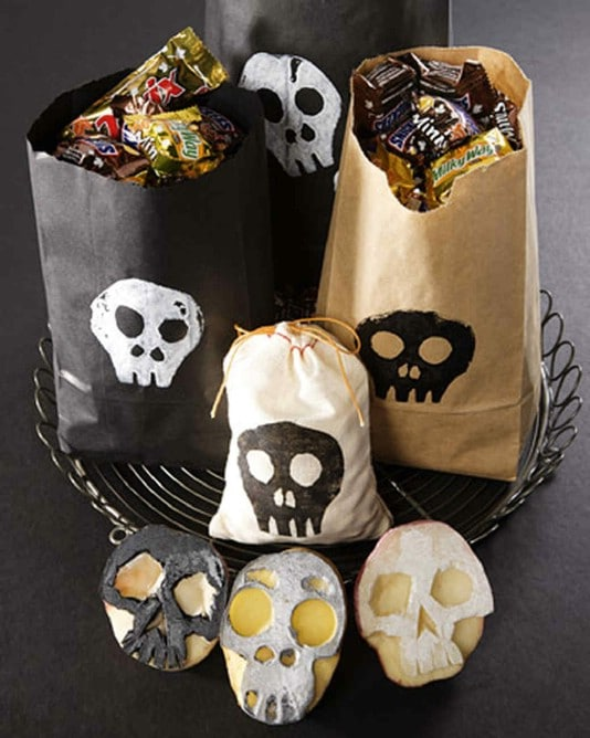 Skull Themed DIY Potato Stamped Trick-Or-Treat Bags