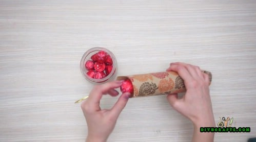 Christmas Cracker - 5 Easy Projects to Repurpose Paper Rolls Into Festive Holiday Decorations