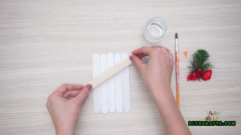 Craft Stick Snowman - 5 Creative Snowman Crafts You Can DO In Under Three Minutes