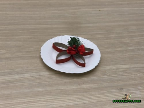 Christmas Poinsettia - 5 Easy Projects to Repurpose Paper Rolls Into Festive Holiday Decorations