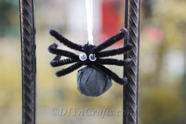 Lollipop spider hanging on porch