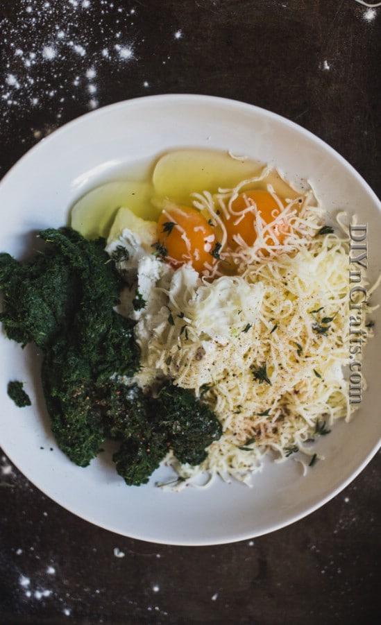 Combine spinach, feta, mozzarella, garlic, and eggs to get a creamy mixture