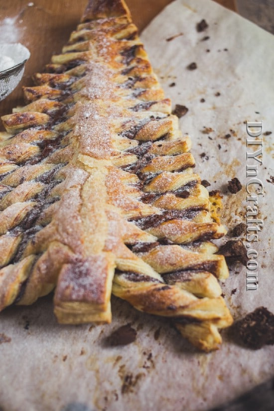 The tree bakes up brown and delicious with melted Nutella inside