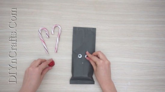 Reindeer Gift Wrap - 5 Brilliantly Creative DIY Gift Wrapping Ideas for Christmas