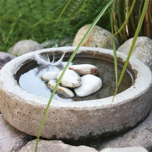Quick And Simple DIY Concrete Bird Bath