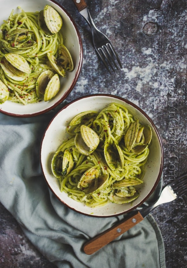 Mixing pasta with clams and pesto
