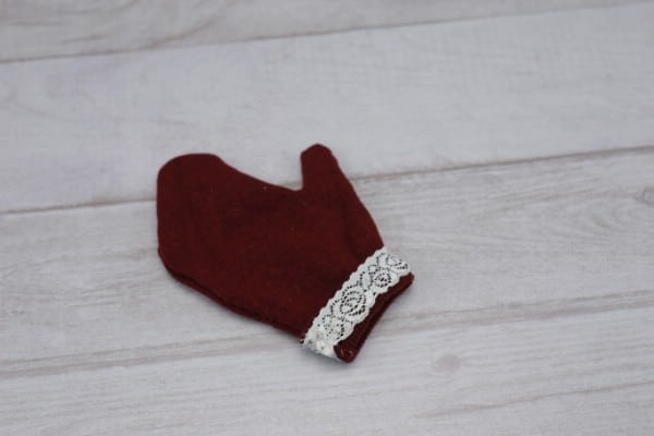 How to Make a Pair of Warm Mittens Out of an Old Shirt