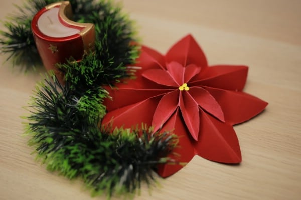 How to Make a Beautiful Poinsettia Out of Construction Paper