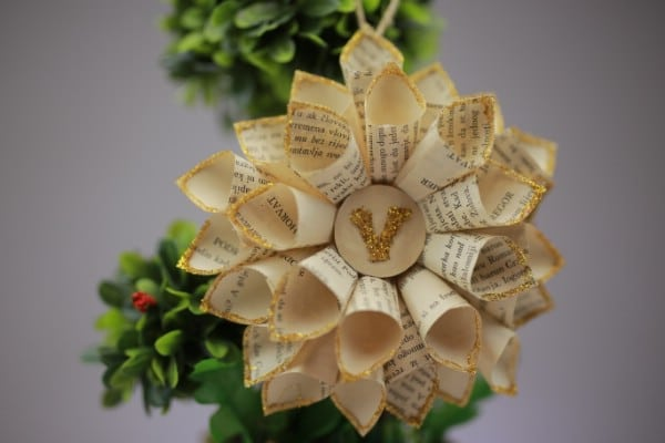 How to Make a Lovely Flower Decoration Out of an Old Book
