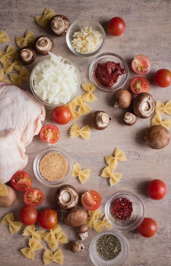 Chicken pasta ingredients.