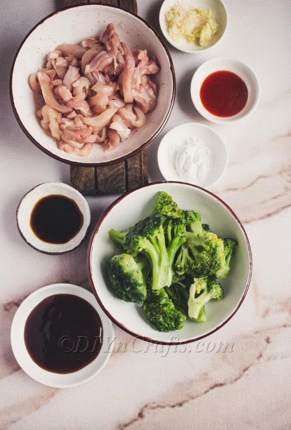 Chicken broccoli ingredients.