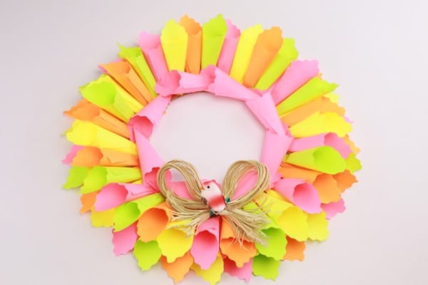 How to Make a Colorful Easter Wreath Out of Sticky Notes