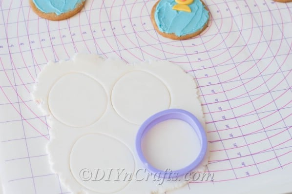 Cut fondant circles using a round cookie cutter