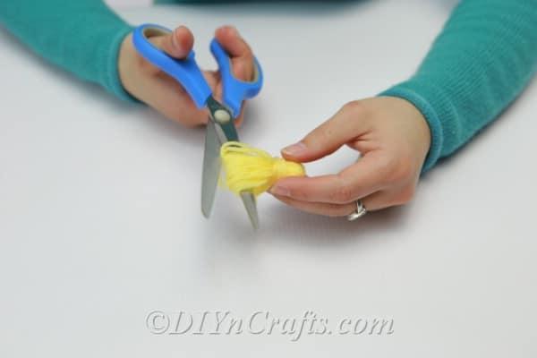 Cutting the end of the yarn tassel