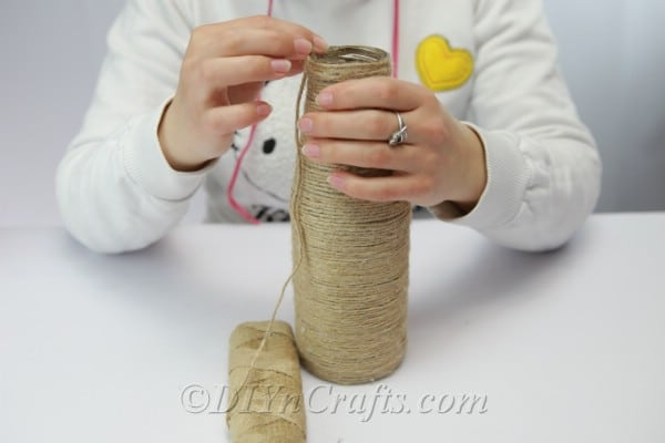 Finishing covering a bottle with rope