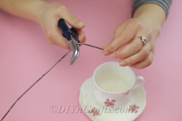 Cutting wire to fit into a teacup