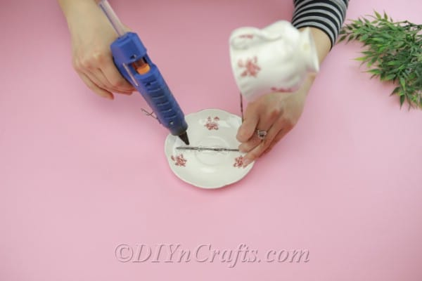 Gluing wire onto a saucer