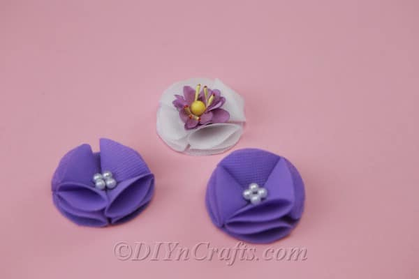 Flowers to decorate the headband.