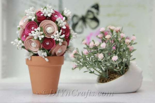 Flower ball desk decoration or centerpiece.