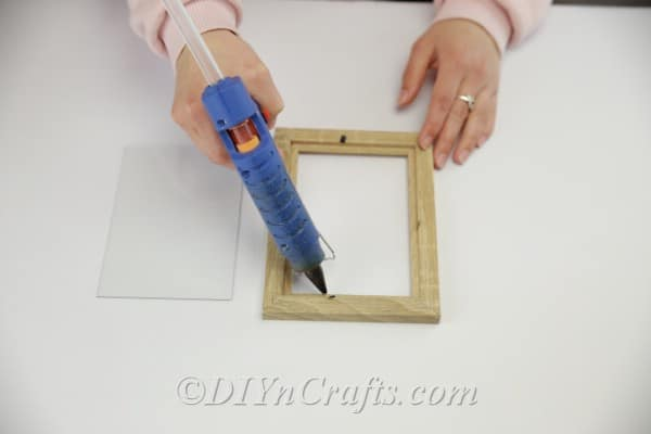 Gluing glass onto a picture frame