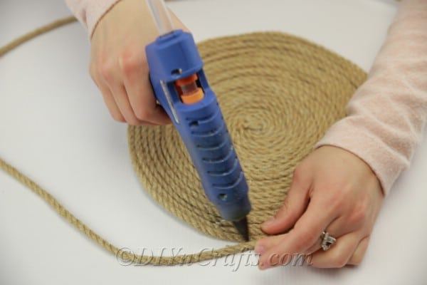 Finishing large circle with rope to make a placemat