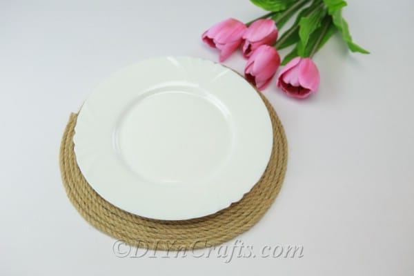 Rope placemat with a plate