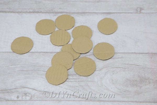 Cardboard circles needed to make picture wreath